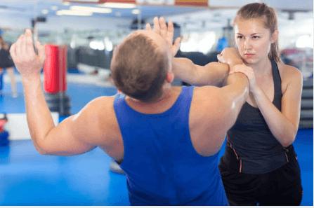 Técnicas para aprender defensa personal femenina