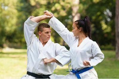 Rodillazos, codazos y bloqueos del Jiu Jitsu