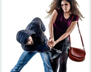 5 objetos que llevas en tu bolsa y pueden ayudar a defenderte