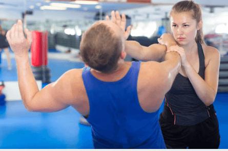 técnicas de defensa personal que te harán sentir más segura