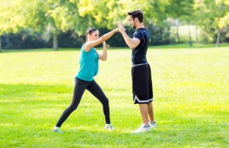 Aprender defensa personal ayuda al autoestima