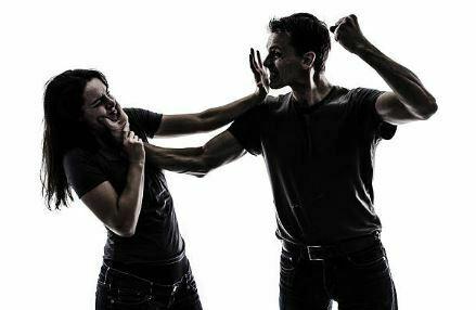 Actos habituales de violencia física