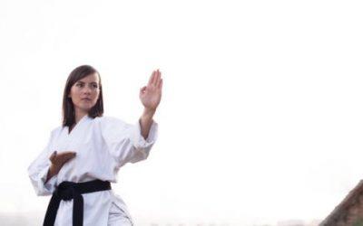 Cómo ascender a los diferentes niveles de cinturones dentro del karate
