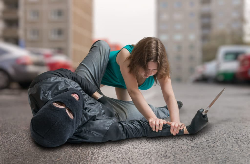 ¿Cómo defenderse en caso de un asalto en la calle?