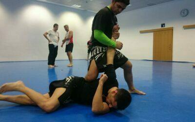 Krav Maga: defensa contra un puñetazo y un collar lateral